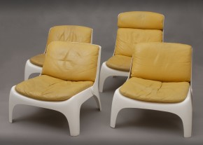 Set of 4 fiberglass chairs